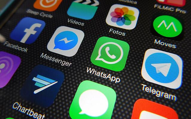 WhatsApp Vs Facebook Messenger For Marketing: The 5 Key Differences